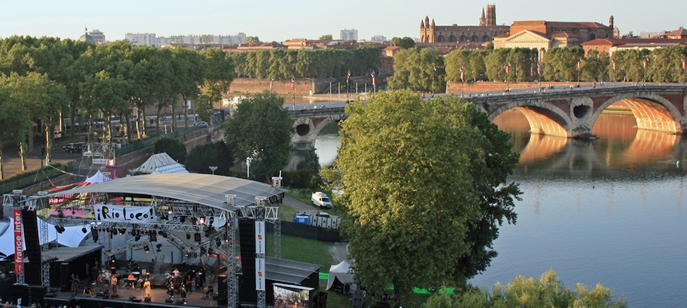 Event along the Garonne river in Toulouse